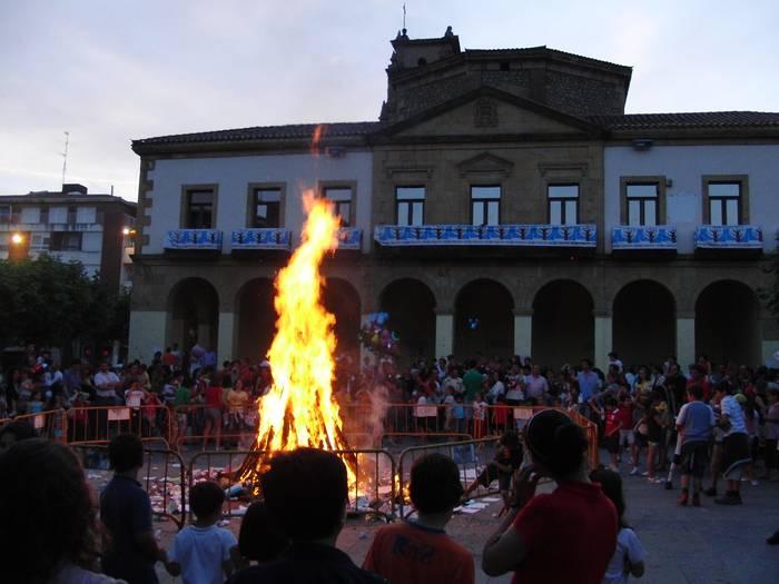 San Juan sua piztuko dute barikuan Algortako San Nikolas plazan