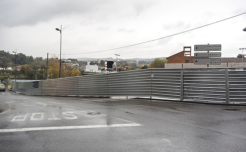 Astrabuduko lur azpiko parkingaren lanak hasi dira