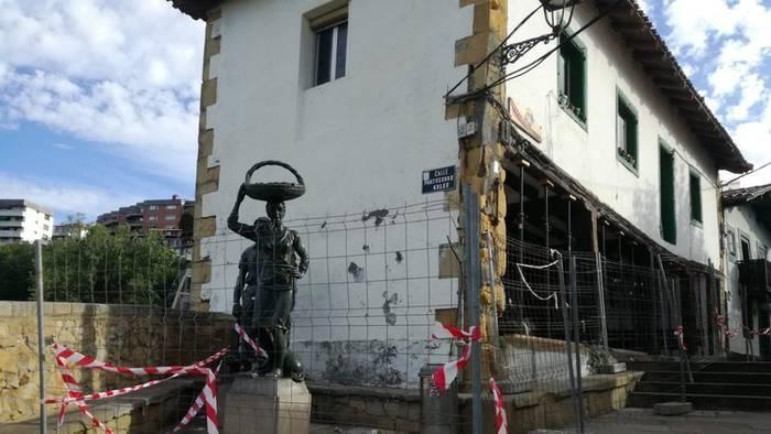 Algortako Portu Zaharreko Etxetxu eraikina babesteko sinadura-bilketa abiarazi dute