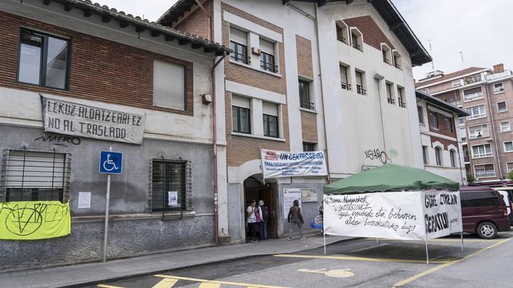 Romoko Nagusien Etxea eraistearen kontrako mobilizazioa egin dute