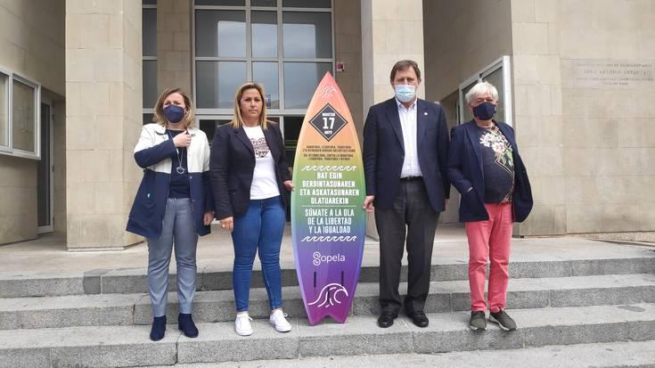 Homofobiaren aurkako olatura igo da Sopelako Udala
