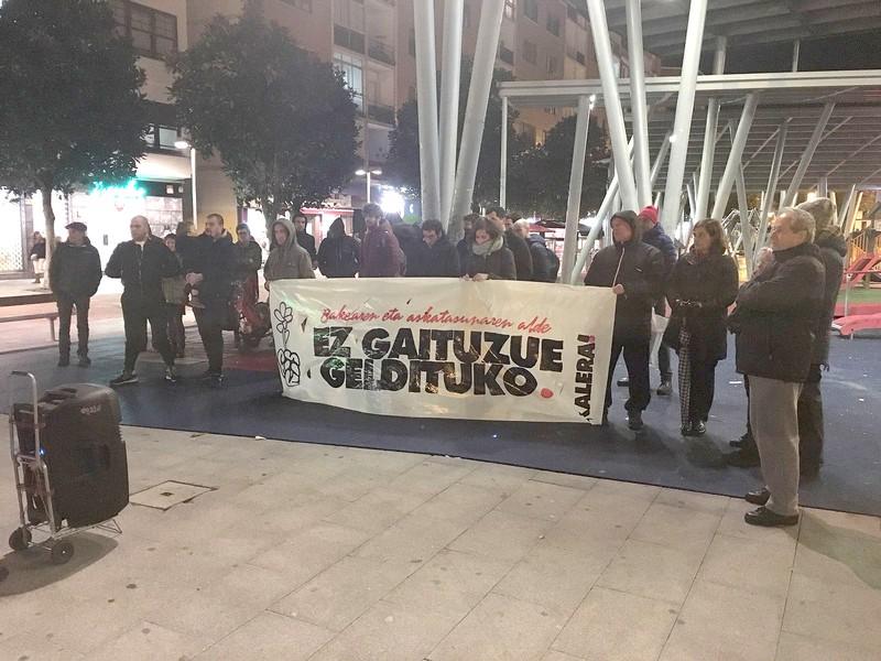 Elkarretaratzeak egin ziren Uribe Kostan astearteko atxiloketak salatzeko