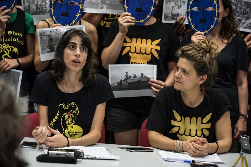 """[ARGAZKI-GALERIA] Europako migrazio-politika """"xenofoboak"""" salatzeko prensaurrekoa egin dute Palermon - 2"""