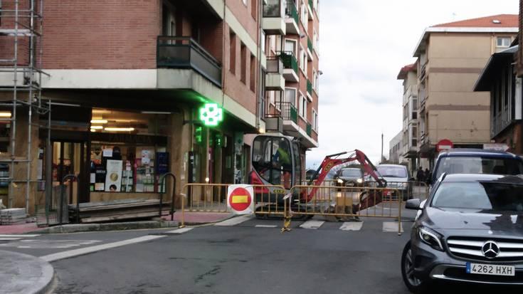 Trafiko-mozketa Bidebarri kalean, saneamendu-lanengatik