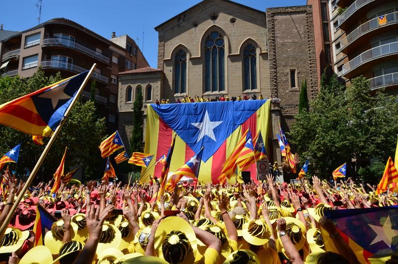 Kataluniako erreferendumari elkartasuna adierazteko sinadura-bilketa abiatu dute EHUko hainbat irakaslek