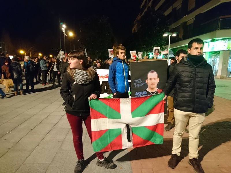 Xabier Rey Urmeneta preso politikoaren heriotza salatu dute ehun bat pertsonek Algortan - 2