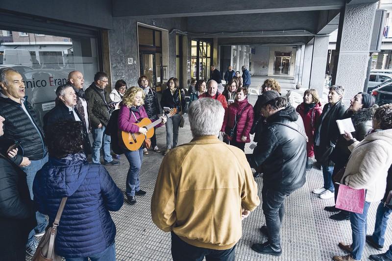 Euskal Herriko kantutegia, jalgi hadi plazara!